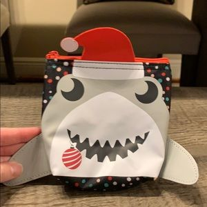 31 baby shark thermal pouch